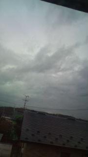 曇り空なだけなのかなあ…。