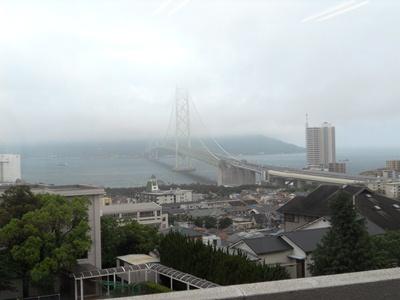雨の明石海峡大橋2012