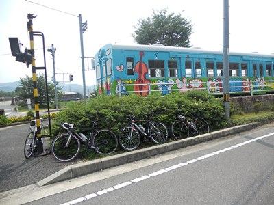 MOKAROの前の電車