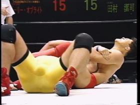 田村はあくまで腕十字狙い