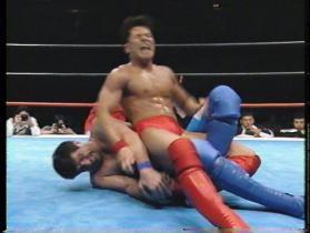 ハンは足首をロック、