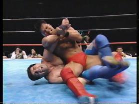 田村も腕を極め返して、