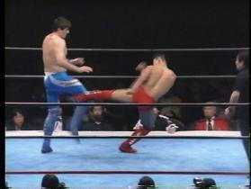 田村はローキックの連打で、