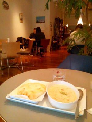 hane-cafe クラムチャウダー(ボール)とフォカッチャセット