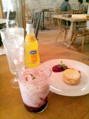 JINNAN CAFE レモンスカッシュ+ラッシー