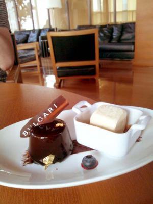 BVLGARI BAR チョコレートとラズベリーのケーキ
