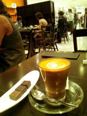 Le Chocolat du H/Paul Basset ボンボンショコラとドリンクのセット