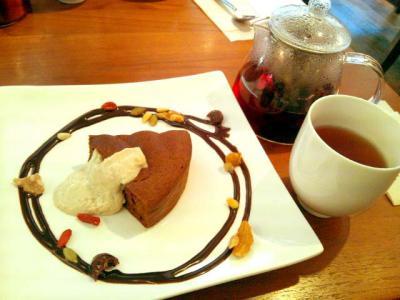 ORIENTAL Recipe Cafe 豆腐と豆乳のガトーショコラ+枸杞菊普茶