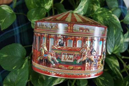 1215チャーチルカルーセル缶