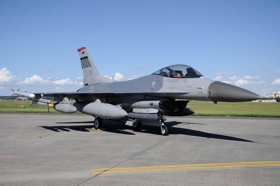 F16_.jpg