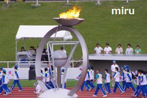 炬火と千葉県選手団