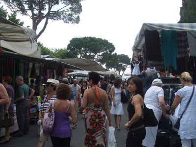 2010_0607Desenzanoの市場とランチ01611