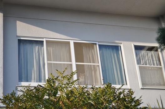 二階の窓1