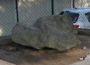 桑子神社跡地・犬頭石