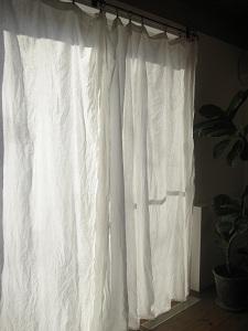 まっしろなカーテン