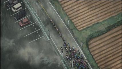 レース集団に吸収される最初の逃げ2