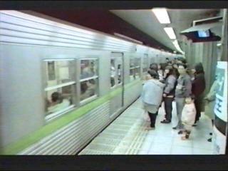 オープニング地下鉄