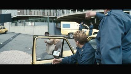 最初は険悪なタクシー運転手