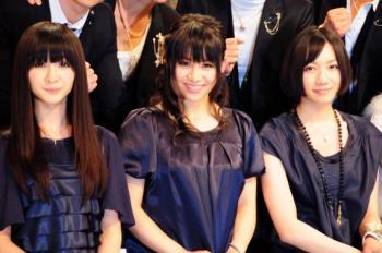 news_large_kouhaku_perfume2_convert_20100621010125.jpg