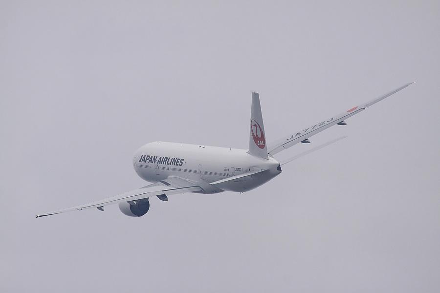 JAL B777-246 JAL110@RWY14Rエンド・猪名川土手(by EOS50D with SIGMA APO 300mm F2.8 EX DG/HSM + APO TC2x EX DG)