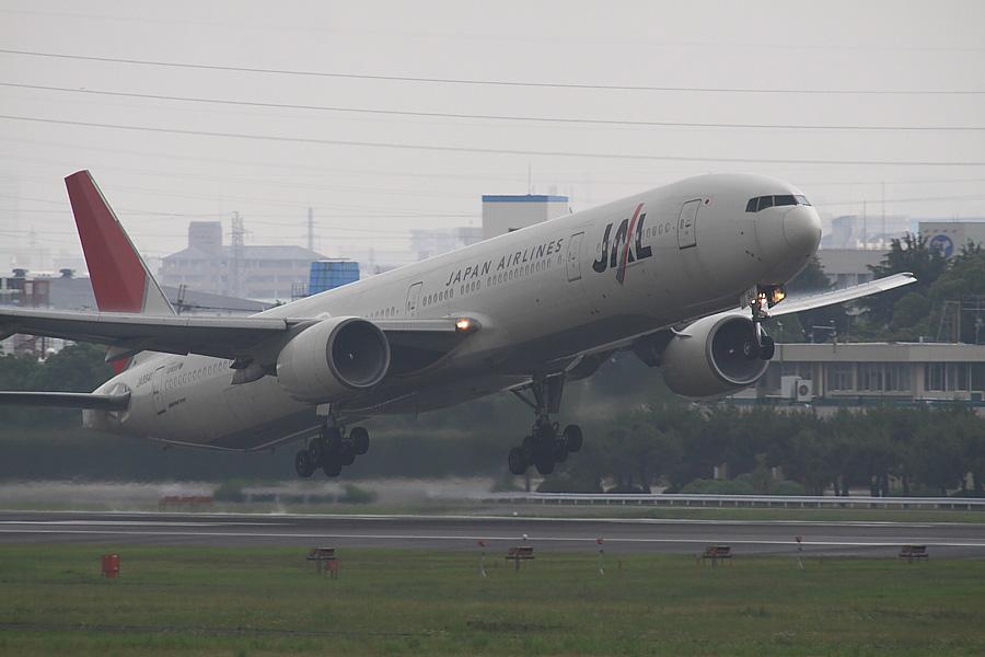 JAL B777-346 JAL2001@下河原緑地展望デッキ(by EOS50D with SIGMA APO 300mm F2.8 EX DG/HSM + APO TC2x EX DG)