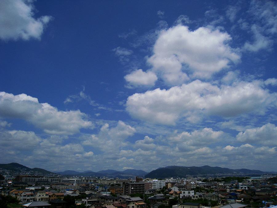 ほのぼのした昼間の空@昼休み(by IXY DIGITAL 910IS)