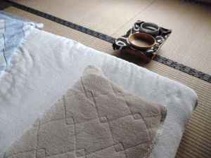 寝る時はゴハンも移動