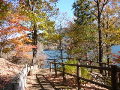 終わりかけの紅葉in草木湖1