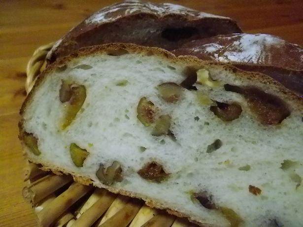 胡桃とセミドライイチジクのパン