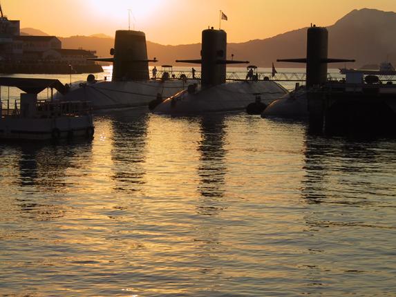 呉潜水艦3隻