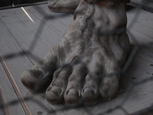善光寺仁王の足