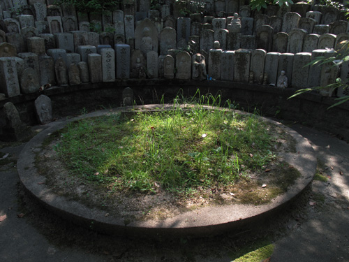 原爆無縁仏のお墓