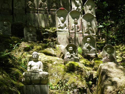 三滝寺の石仏群