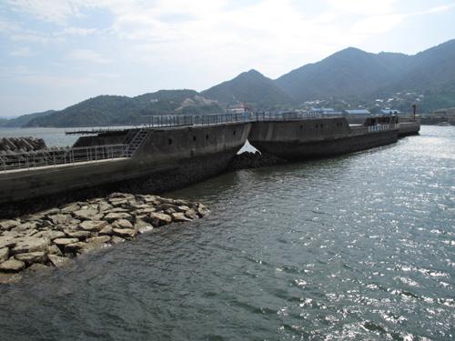 安浦のコンクリート船