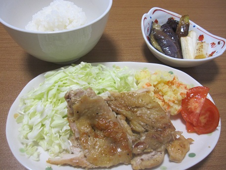 6日 鶏肉のカレー粉炒め ポテトサラダ ナスのかば焼き風