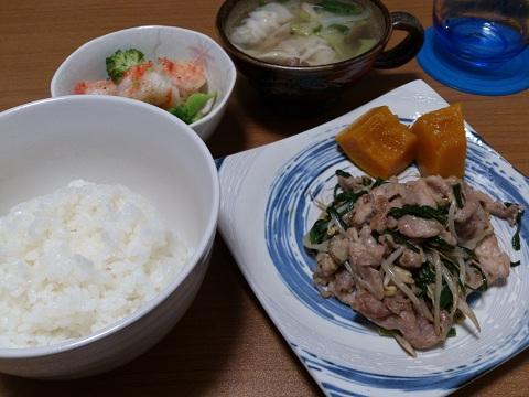 25日 にらともやしと豚肉のマヨ醤油炒め エビとブロッコリーの塩炒め 餃子スープ