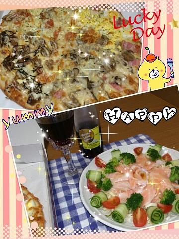 16日 手抜きの日 テイクアウトピザ サーモンサラダ