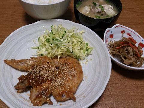 15日 手羽先名古屋味 きんぴら 豚汁