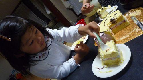 ケーキ横取り01