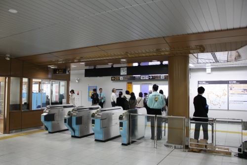 神沢駅 改札口