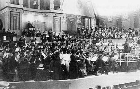 Mahler Performing his Symphony 8 in Munich