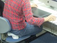 椅子の座り方1