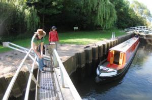 イギリス運河の閘門(こうもん)