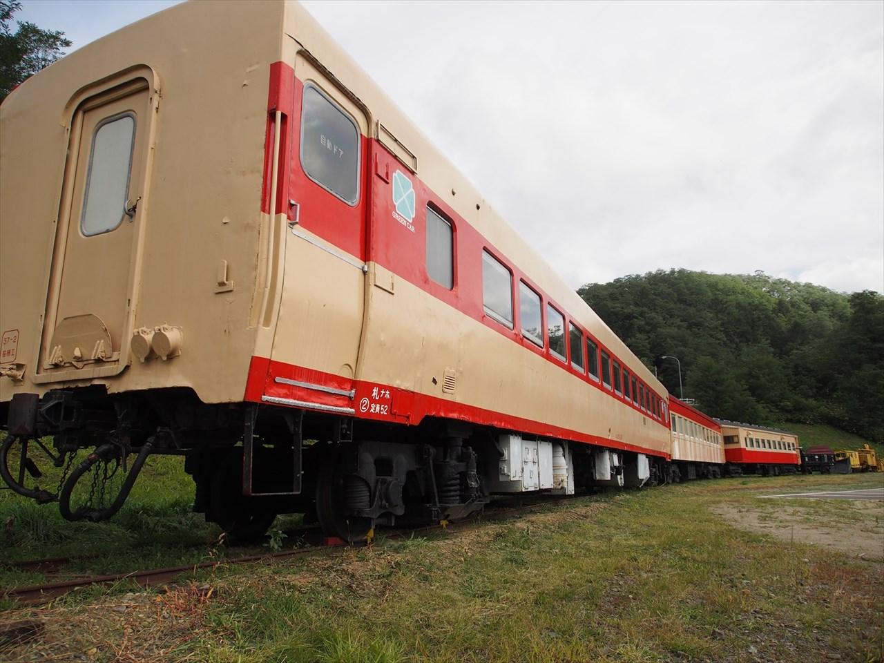 三笠鉄道村の駐車場に置かれた車両その1