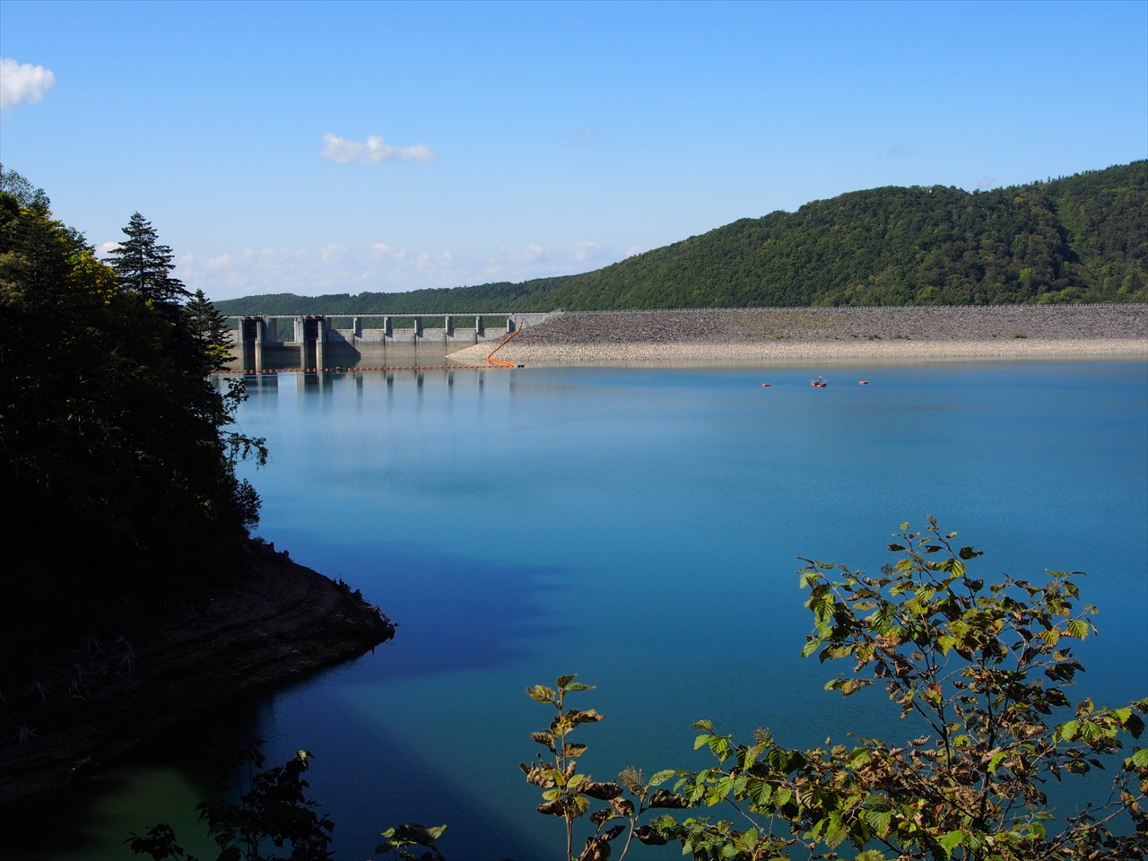 忠別湖のダム方向の景色