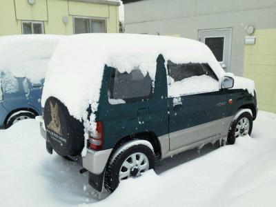 雪の中のパジェロミニ