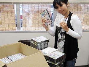 DVD3巻にアンケートハガキを添付中。