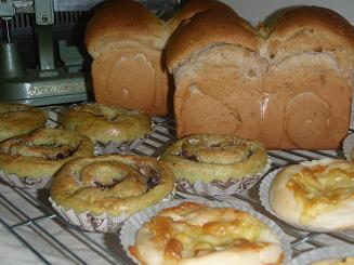 明日用パンたち
