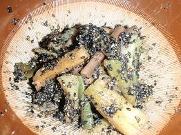 エビイモ茎の胡麻和え