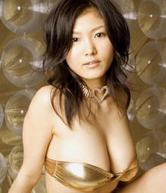 ゴールド&シルバーのゴージャスな水着のおっぱい♪